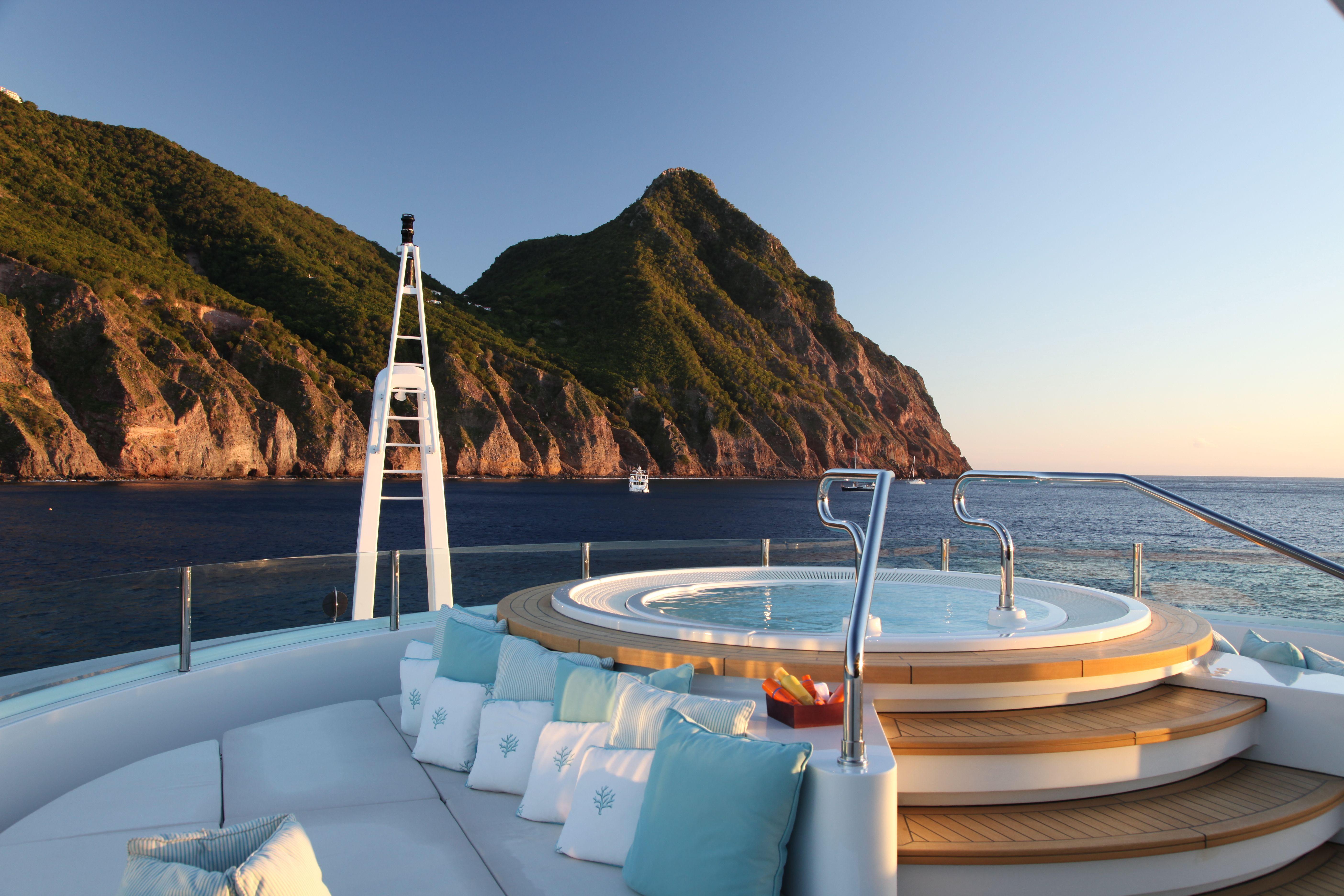 Luxury-motor-yacht-MARAYA